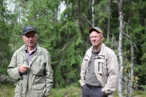 Bosse och Jonas i skogen