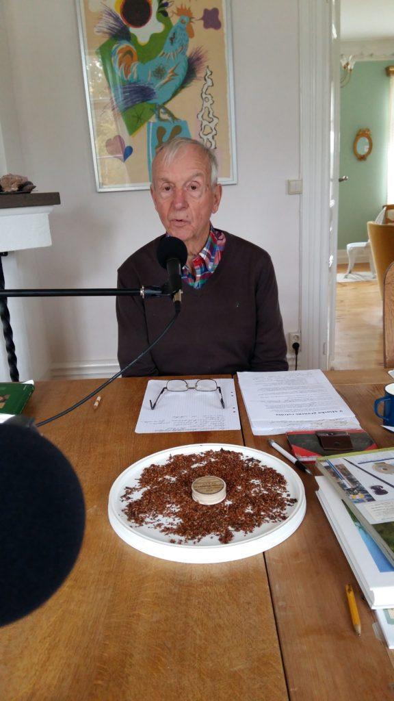 Bosse under inspelning av avsnitt 11. Rönnfrön på bordet!